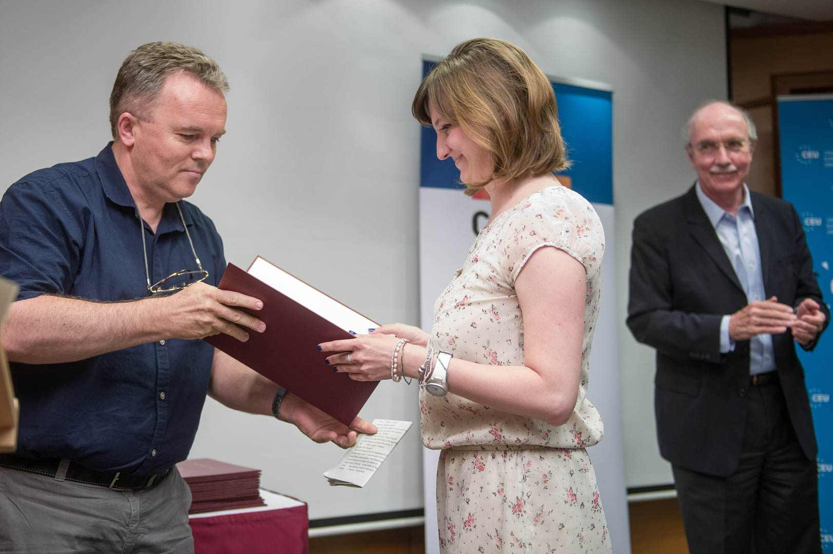 Felicia Nica with Prof Tbor Tajti and the award
